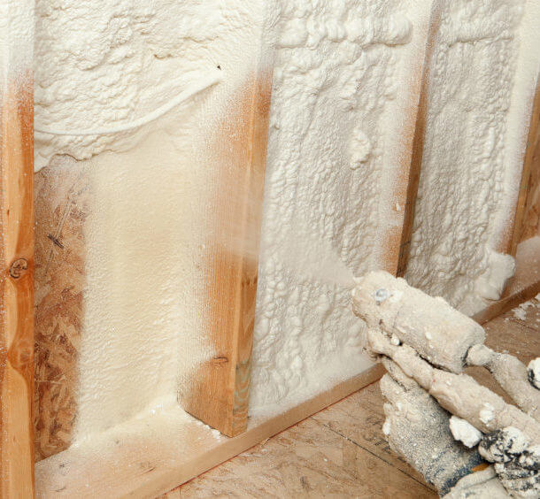 How spray foam insulation prevents damage from ice dams anderson for homeowners throughout new england ice dams can be quite a nightmare ice dams form when snow on ones roof is exposed to freezing temperatures solutioingenieria Image collections